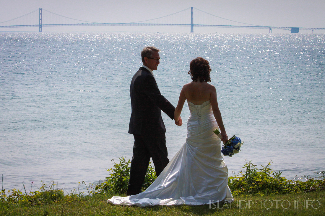 Might Mackinac bridge